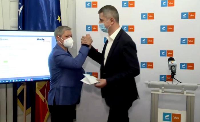 """Dacian Cioloș este noul președinte USR PLUS. Dan Barna: """"Am încrederea că în 2024 vom da președintelui României"""". Cioloş: """"Trebuie să întărim și să creștem partidul"""""""