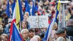 Zeci de mii de polonezi au demonstrat duminică pentru a sprijini apartenenţa la Uniunea Europeană a Poloniei