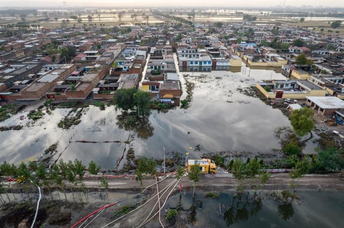 Aproape două milioane de oameni au fost afectaţi în urma inundaţiilor severe din nordul Chinei