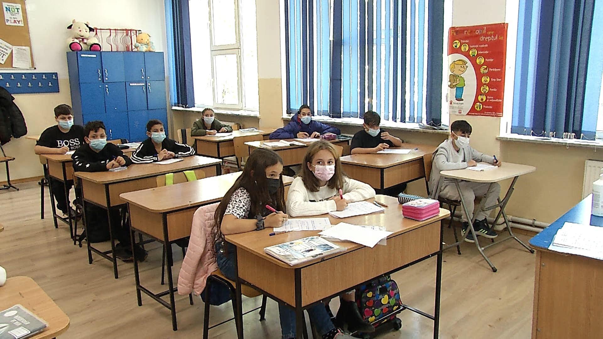 """""""Peste 100 de şcoli din Bucureşti au cerut să treacă la cursuri online, 9 cereri din motive epidemiologice"""""""