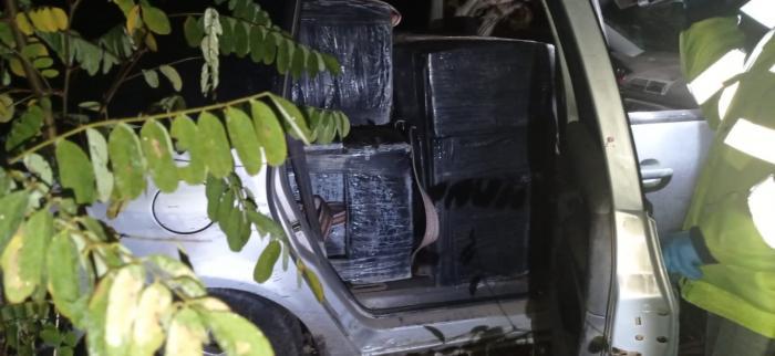 Șofer împușcat de polițiștii de frontieră, la Botoșani. Mașina bărbatului era plină cu țigări de contrabandă