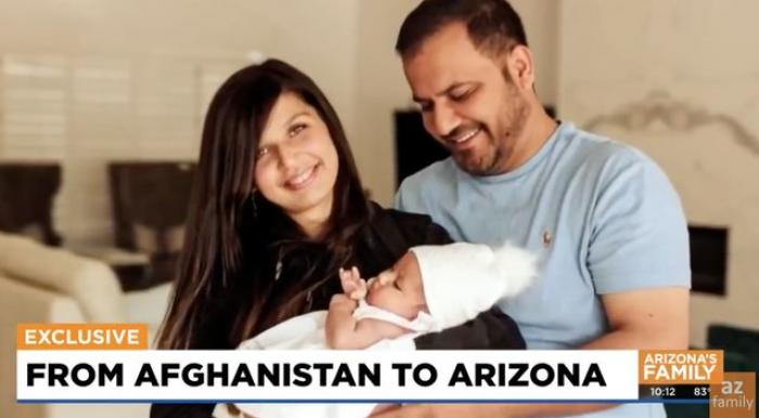 """Ce s-a întâmplat cu bebelușul trecut peste gardul de sârmă ghimpată în aeroportul din Kabul. """"Când va fi mare, îi voi spune că este o luptătoare"""""""
