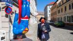 Florin Cîţu acuză PSD de plagiat în cazul machetei cu Superman. Statuia originală îi aparţine unui artist din Germania