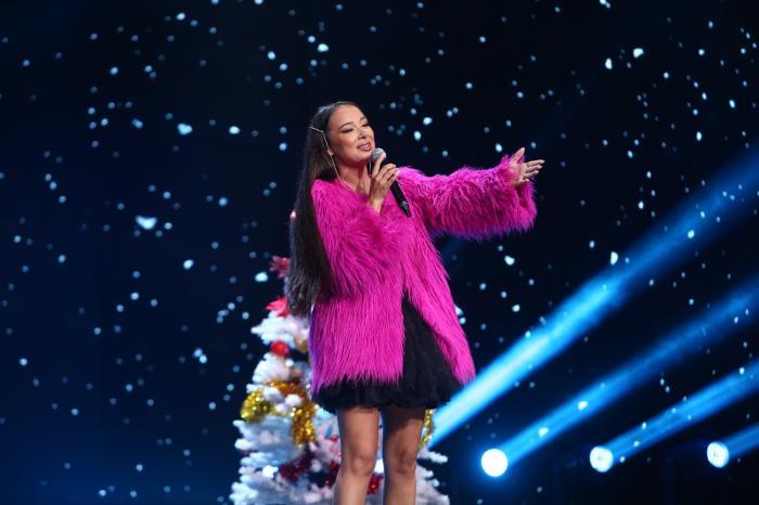 Iumor, sâmbătă, de la 20.00, la Antena 1: Vlăduța Lupău petrece Crăciunul și îi colindă pe jurați