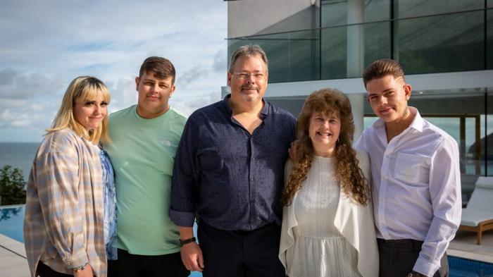 O familie cu 5 copii a devenit, peste noapte, milionară. Au câştigat o casă de lux, la o tombolă caritabilă