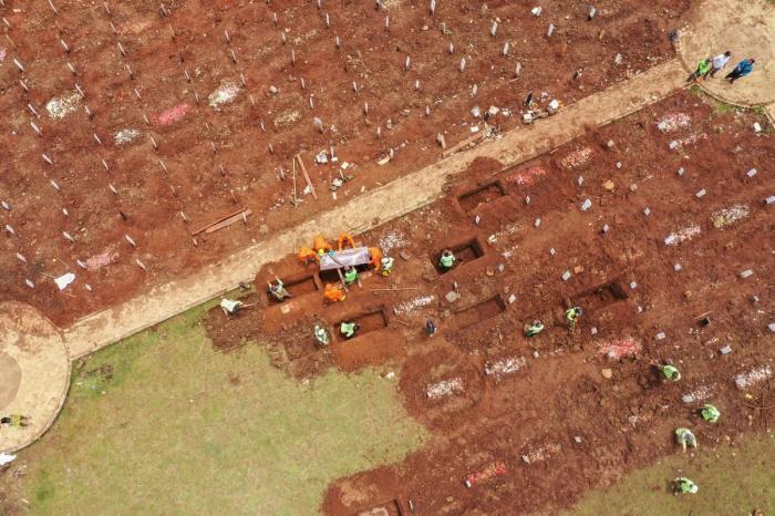 Autorităţile din Indonezia au extins cimitirele publice, pe fondul creşterii numărului de decese cauzate de Covid