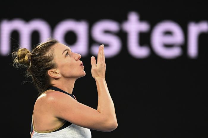 Simona Halep sărbătoreşte prima victorie la Australian Open 2021