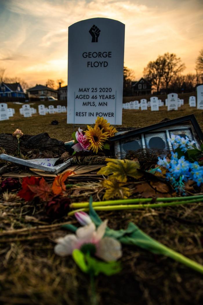 Mormântul lui George Floyd, plin de flori şi omagii