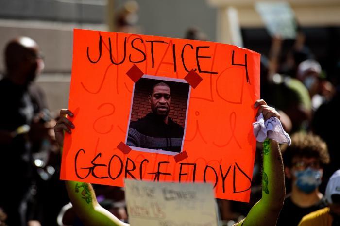 Mii de persoane au ieşit îns tradă pentru a protesta, după moartea lui George Floyd