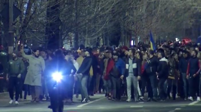 Cel puţin 151 de amenzi vor fi aplicate pentru participarea la proteste