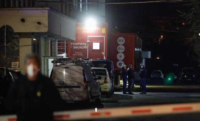 Filmul tragediei de la Victor Babeş. Pentru cei opt pacienţi Covid din unitatea mobilă ATI coşmarul a început după ora 17.00