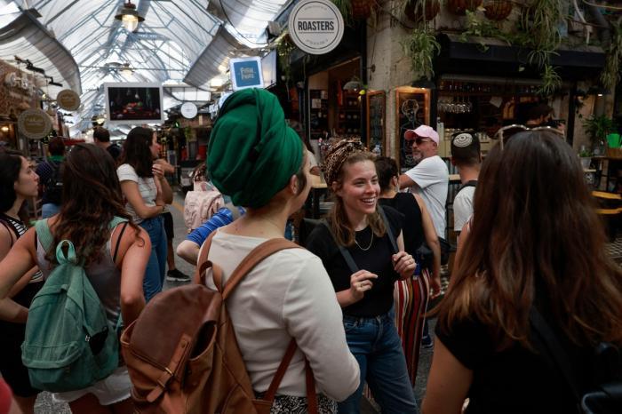 Cum arată revenirea la normalitate. Cetățenii din Israel, țara care a învins pandemia, nu mai sunt obligați să poarte mască în aer liber