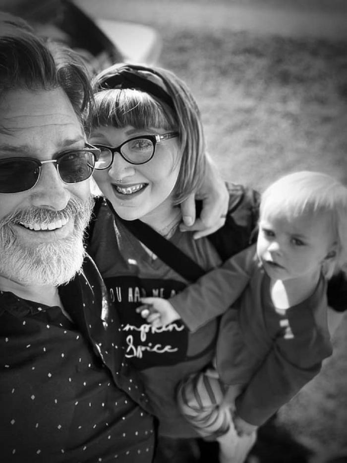 Jeff, Erica şi fiica lor