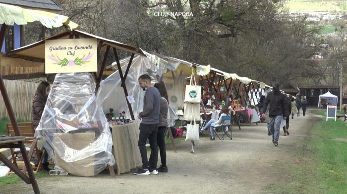 Târgurile cu produse tradiţionale, invadate de cumpărători în ajun de Florii