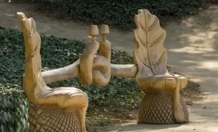 Sculpturi în lemn la Grădina Botanică din Craiova
