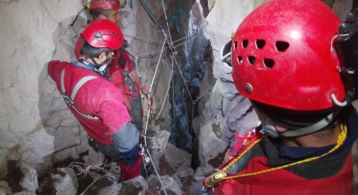 Operaţiune spectaculoasă de salvare, într-o peşteră din Munţii Leaota