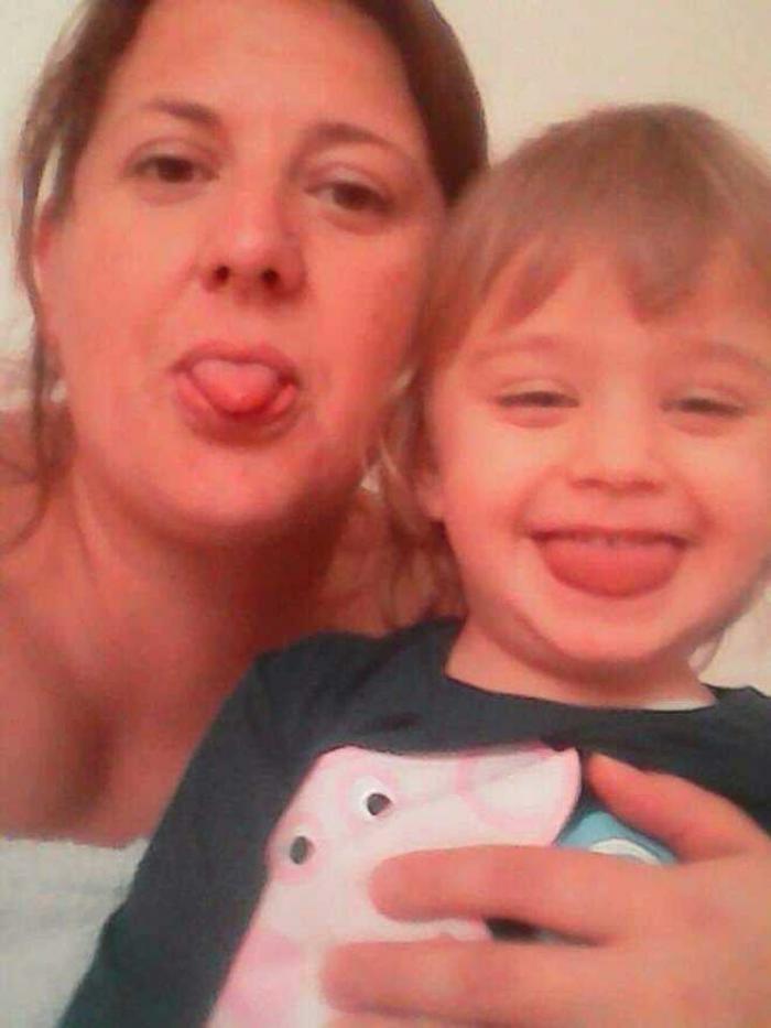 Elena şi fiul ei de 6 ani, găsiţi morţi într-o parohie din Italia. Rudele din România sunt disperate, nu au bani pentru repatriere şi înmormântare