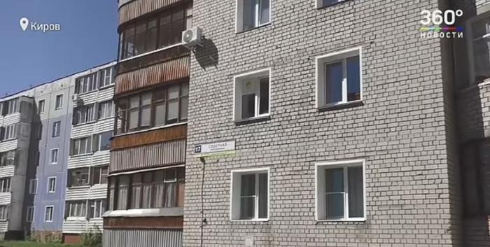 Un bărbat a aruncat un copil de 18 luni de la etajul 5, enervat că plângea, în Rusia