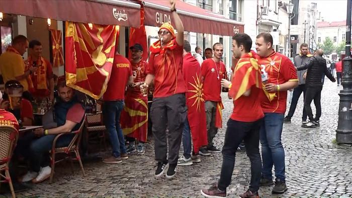 """EURO 2020. Fanii macedoneni s-au """"încălzit"""" în Centrul Vechi pentru meciul de pe Arena Naţională cu Austria"""