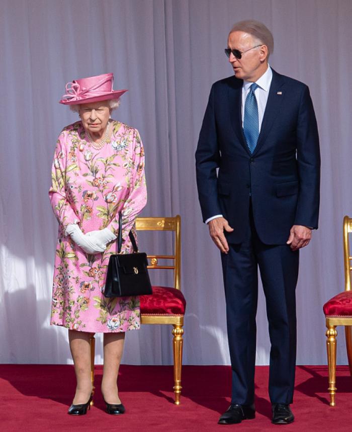 Joe Biden a încălcat protocolul regal. A purtat ochelari de soare la întâlnirea cu regina Elisabeta și a povestit ce au discutat în privat
