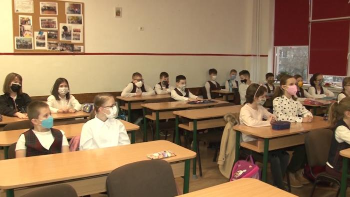 Alocaţiile copiilor cresc abia de anul viitor. Guvernul pregătește o ordonanță care să abroge majorarea din vară