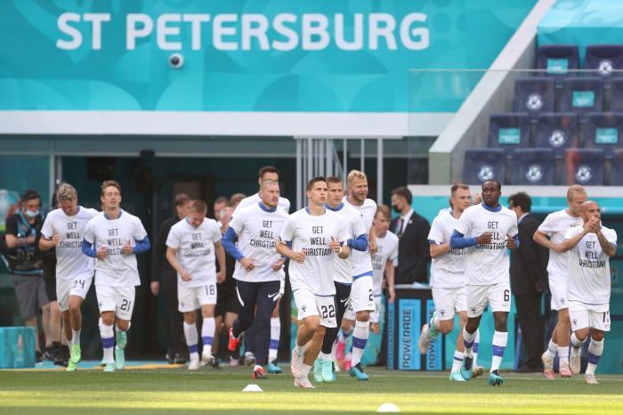 Jucătorii Finlandei au ieşit la încălzire pentru meciul cu Rusia purtând tricouri albe cu mesaje de susţinere pentru Christian Eriksen