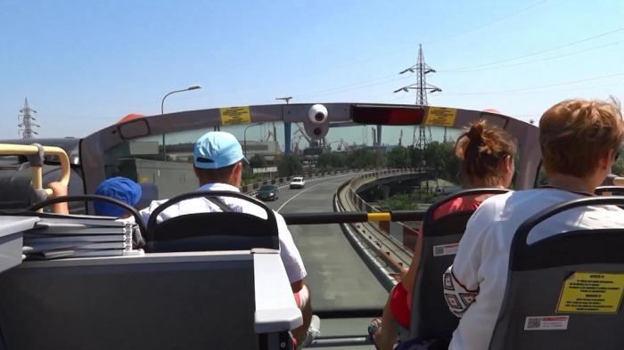 Revin autobuzele etajate pe litoral. Turiştii se pot plimba începânde de mâine, din Constanţa până la Mamaia