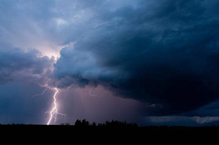 Cod Roșu: Rupere de nori în Moldova, sunt așteptate ploi torențiale de până la 45 litri pe metrul pătrat
