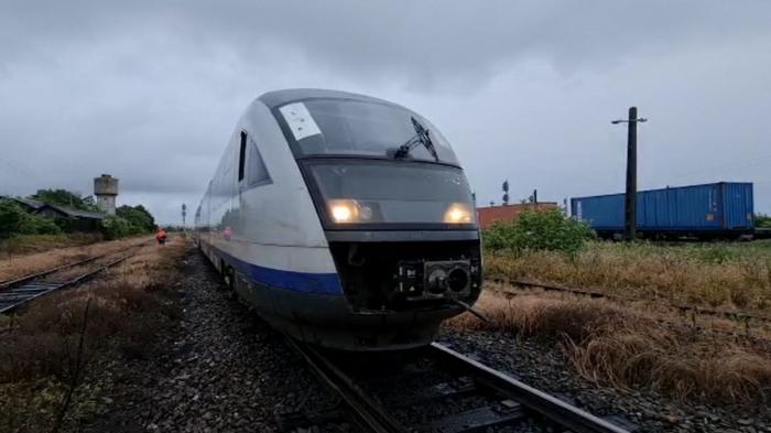 Scene de groază în Argeş, după ce un tren plin cu călători a rămas fără frâne. Zeci de oameni au suferit atacuri de panică