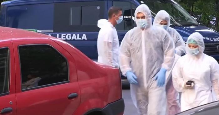 Paznicul unei clădiri din București, găsit mort în puţul liftului. Un coleg de serviciu a sunat la 112
