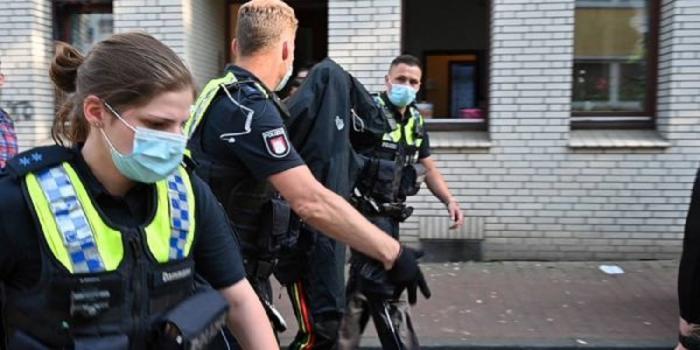 Adolescent român, înjunghiat în Germania. Cu o zi înainte, băiatul de 16 ani fusese salvat de la înec