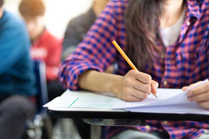 Evaluare naţională 2021 - Cum se rezolvă subiectele primite. Elevii au fost întrebaţi dacă trebuie să îşi urmeze visul cu orice preţ