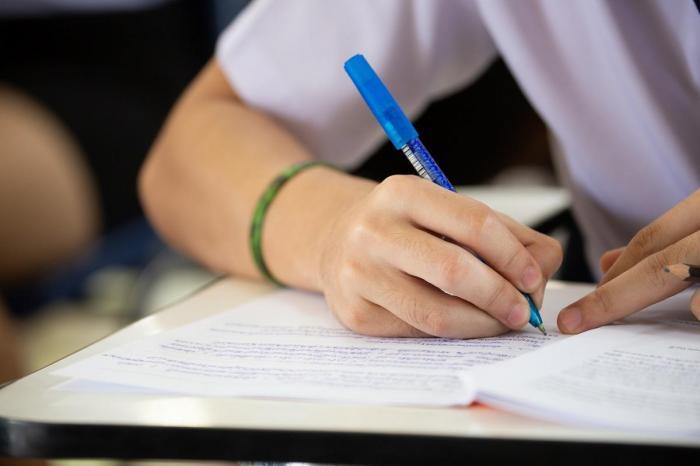 """Evaluarea Naţională 2021. Elevii au fost surprinşi de simplitatea subiectelor: """"Nici nu mă așteptam să fie chiar în halul ăsta de bine"""""""