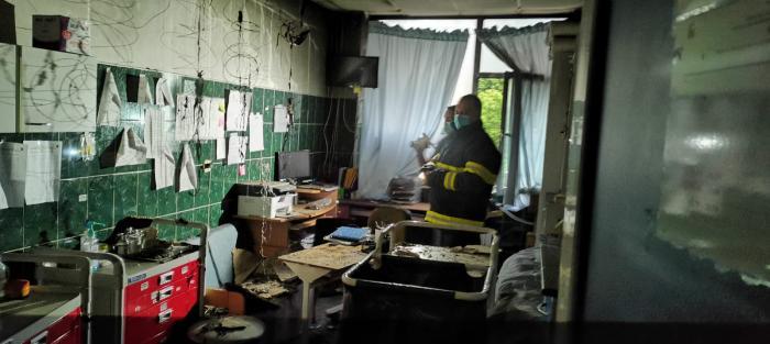 Primele imagini din salonul distrus de flăcări la Spitalului de Copii din Iaşi