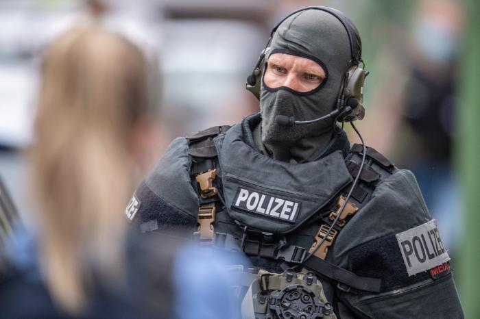 Atac armat în Germania: mai multe persoane au fost înjunghiate mortal. Poliţia nu ştie numărul victimelor, dar a arestat agresorul