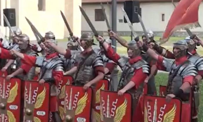 Spectacolul inedit cu daci şi romani, magnet pentru spectatorii din Alba Iulia: Ceva din istoria românească, chiar a fost foarte frumos