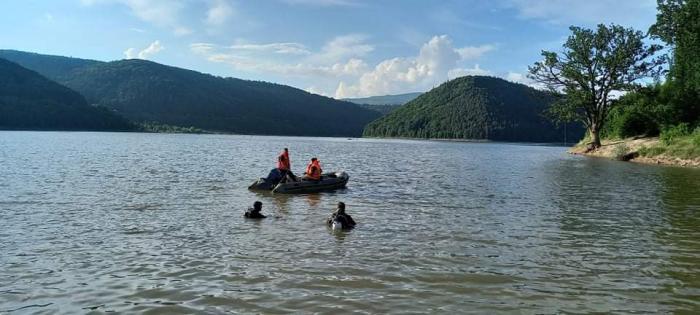 Un tânăr de 20 de ani s-a înecat în lacul Zetea din Harghita. Trupul băiatului a fost scos din apă după o oră