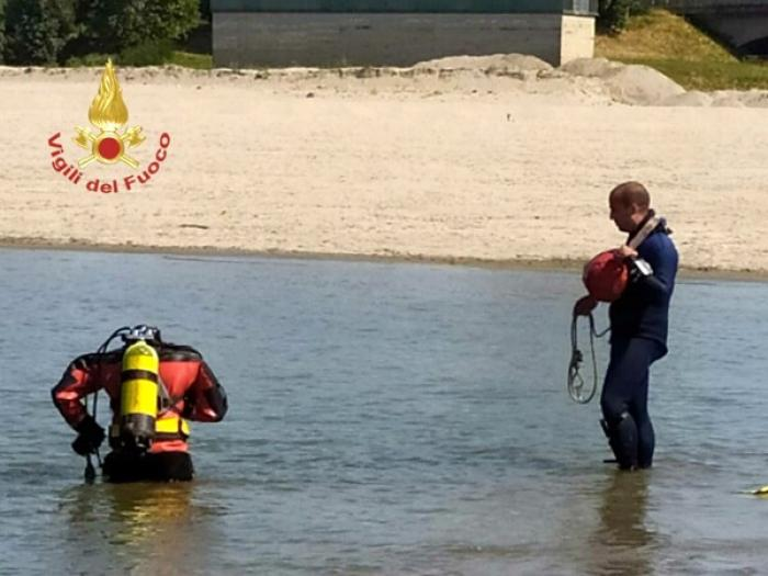 Familie de români, tragedie în Italia. Emil s-a înecat, nepotul a sărit să-l salveze, în timp ce tatăl a privit cum fiul dispare sub ape
