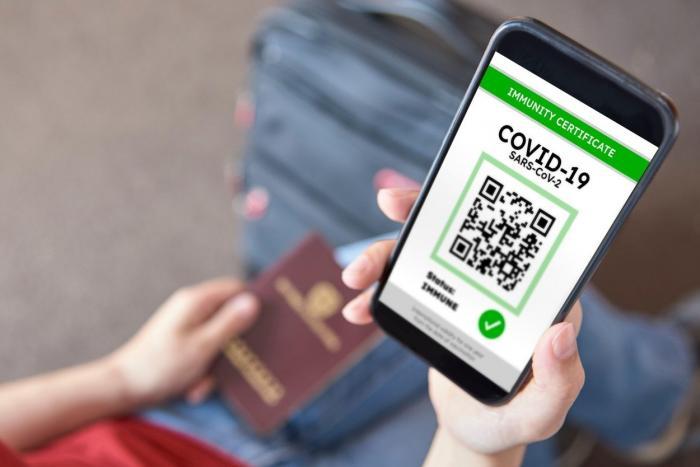 Certificatul digital Covid, disponibil online pentru români de la 1 iulie. Unde și cum poate fi descărcat documentul