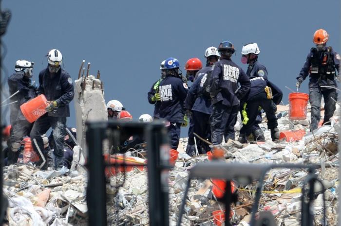 Clădire prăbuşită în Miami