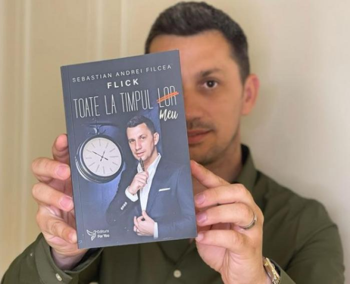 """Premieră în carieră. Domnul Rimă și-a lansat primul volum de poezii: """"Toate la timpul meu"""""""