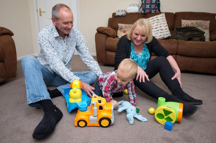 Louise Warneford, soţul Mark şi micuţul William
