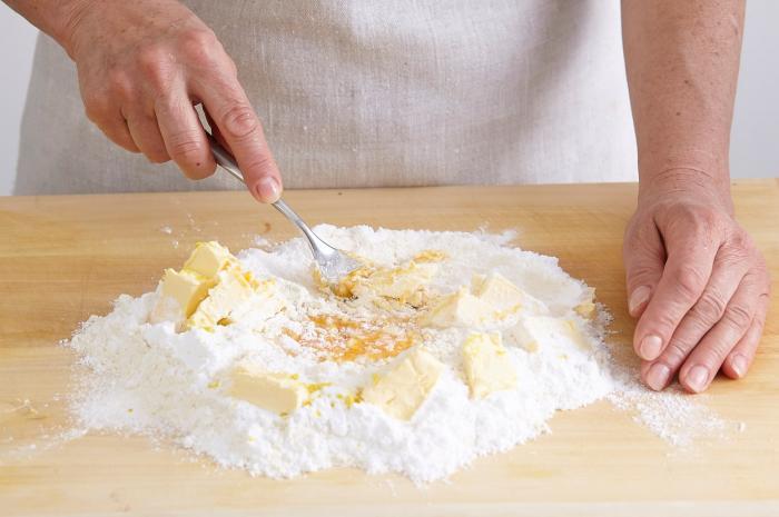Cea mai simplă reţetă pentru tarta de vară cu fructe. Galerie foto cu procesul de preparare