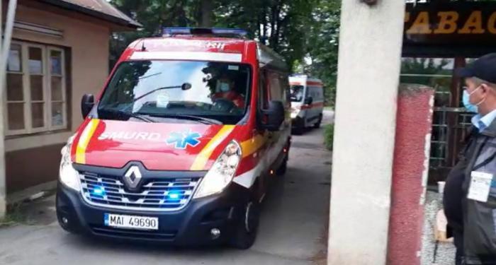Zeci de pacienți evacuați la Spitalul Călinești din Argeș, după ce etajul 1 s-a umplut cu fum