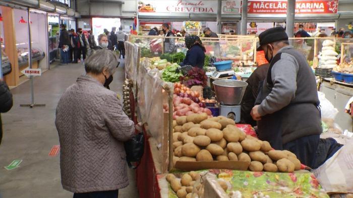 """Românii au devenit mai atenţi când fac cumpărături: """"De la o vârstă te interesează să mănânci sănătos"""""""