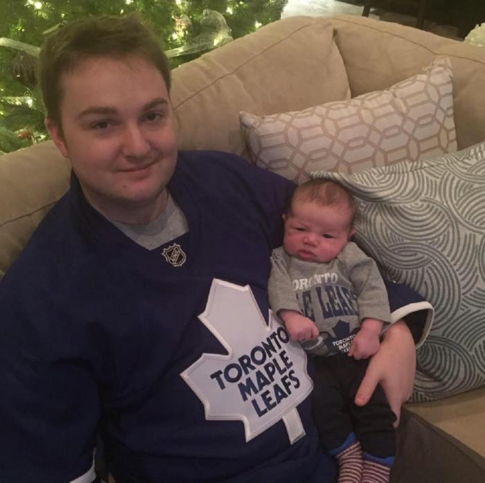 Ross Mangan, alături de copilul său