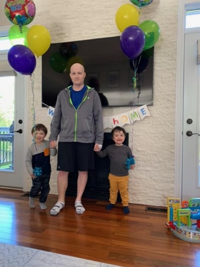 Ross Mangan, alături de copii