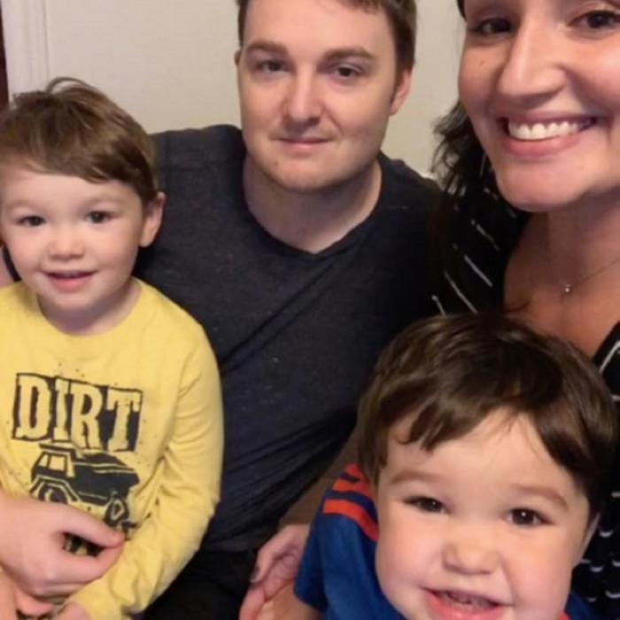 Ross Mangan, alături de soţie şi copii
