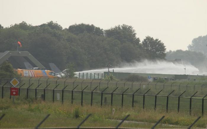 Două persoane au fost rănite după ce un avion de vânătoare s-a prăbuşit în Ţările de Jos