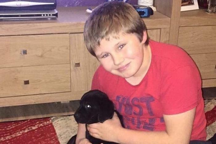 Tragedie greu de explicat, după ce un băiețel umilit de colegi a fost găsit spânzurat în toaleta școlii, în Anglia. Părinții sunt devastați